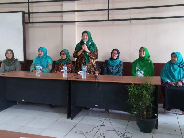 Pemberian Santunan Untuk Siswa-siswi SMK PGRI Subang