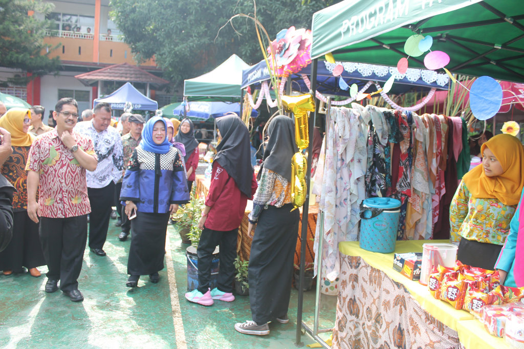 42 Tahun SMK PGRI Subang : Bazaar Kompetensi Keahlian