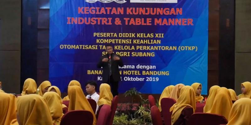 Video : Kundudi & Table Manner OTKP SMK PGRI Subang