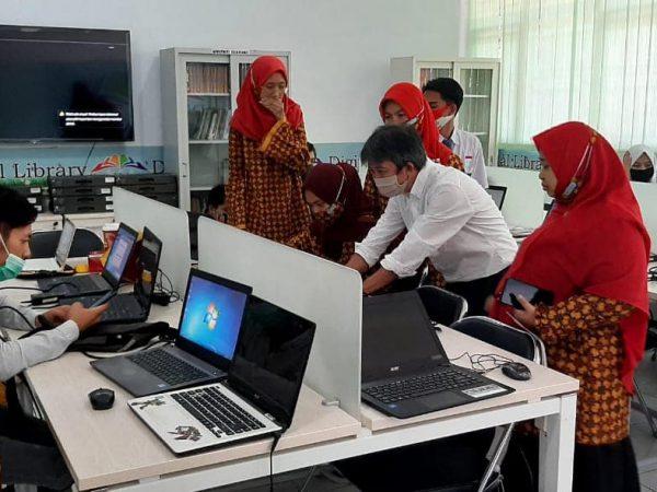 Training dan Instalasi Mesin Bordir untuk Jurusan Tata Busana